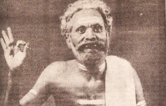 Kambissery Karunakaran MLA as Paramu Pilla in Ningalenne Communistaakki (1953)